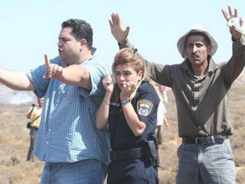 Dois palestinianos protegem agente israelita apedrejada