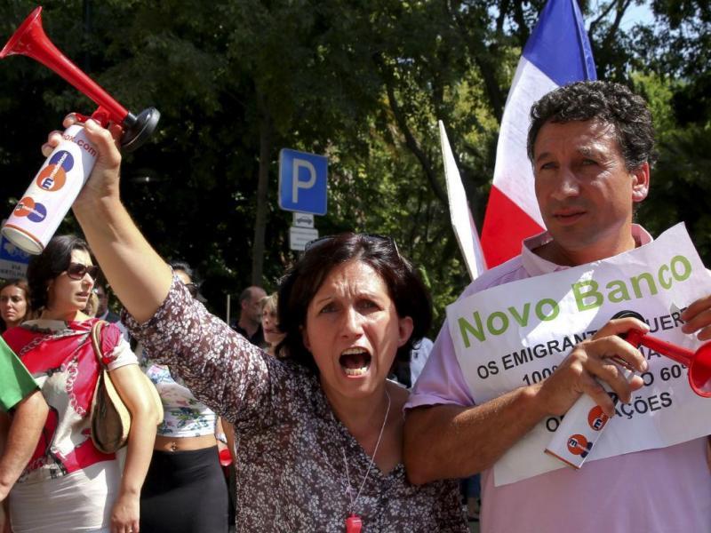 BES: lesados manifestam-se em frente à sede do Novo Banco (TIAGO PETINGA/LUSA)