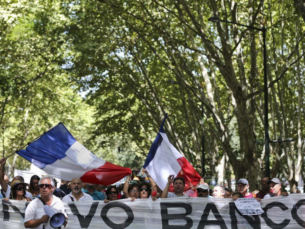 Manifestação de lesados do papel comercial do BES - TIAGO PETINGA/LUSA