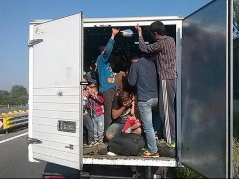 86 migrantes resgatados de um camião