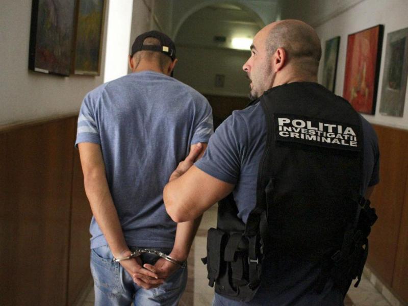 Detido suspeito de matar espanholas desaparecidas há uma semana (Lusa/EPA/ADRIAN PICLISAN)