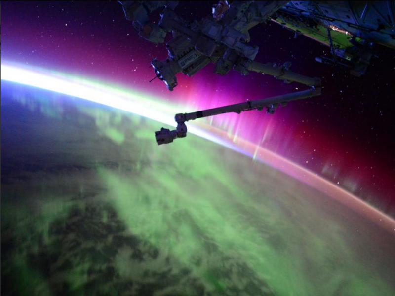 Aurora boreal vista do espaço