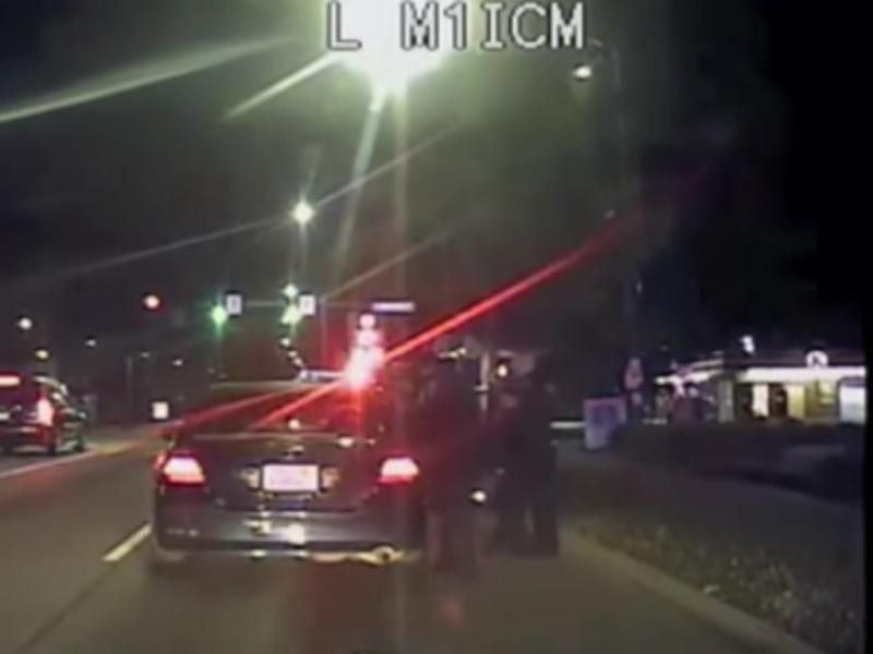 Polícia ia multá-los mas acabou por ajudá-los no parto