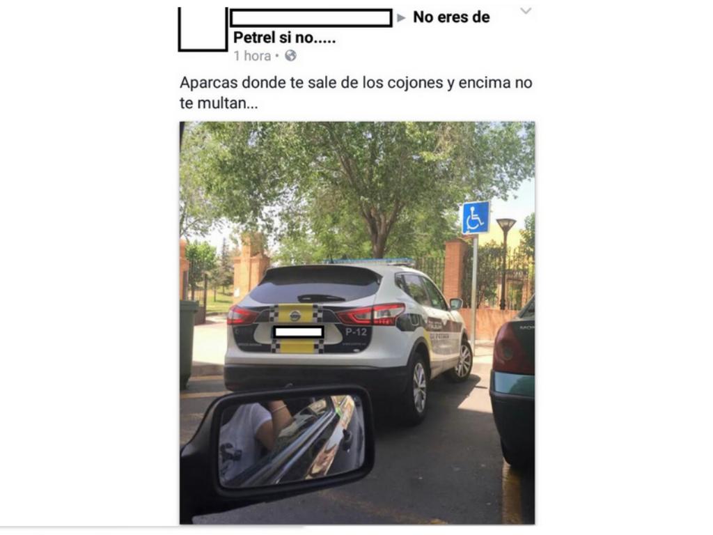 Mulher multada por tirar foto de carro da polícia mal estacionado