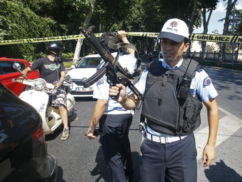 Tiros ouvidos junto a palácio no centro de Istambul (Reuters/Murad Sezer)