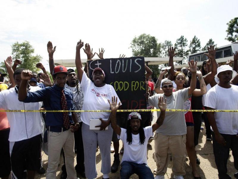 Protestos em St. Louis após polícia ter abatido mais um negro nos EUA (REUTERS)