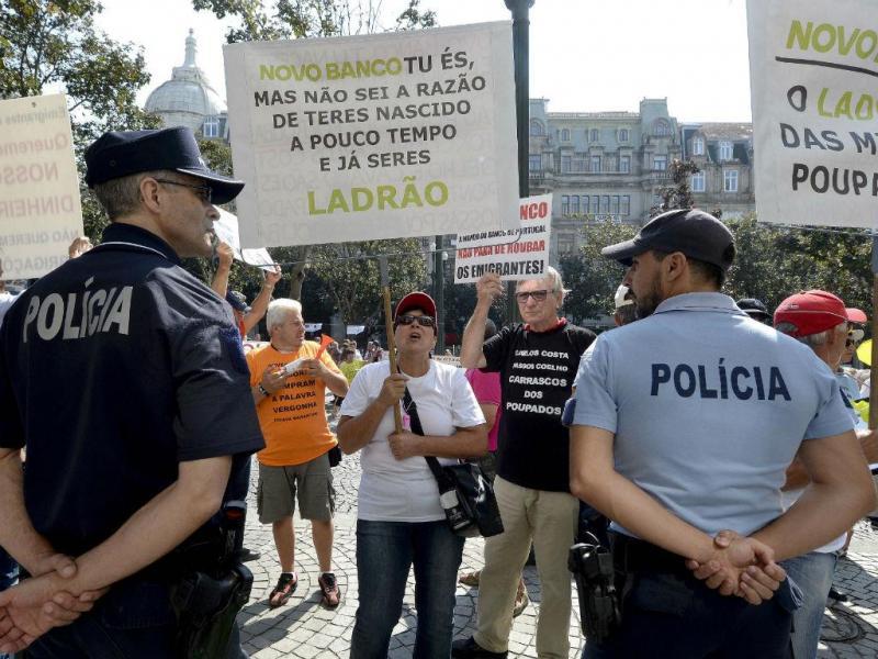 Manifestação de lesados do BES no Porto