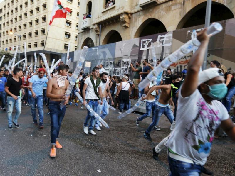 Protestos violentos em Beirut, Líbano (Reuters/Mohamed Azakir)
