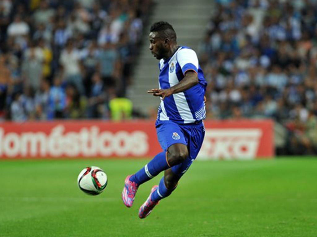 FC Porto: Varela está na Turquia para negociar com o Kayserispor