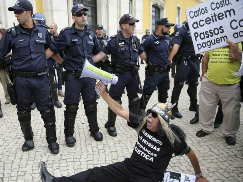Manifestação dos lesados do BES [Lusa]