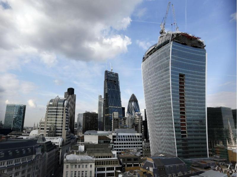 """Arranha-céus em Londres, conhecido como """"Walkie-talkie"""" [Foto: Reuters]"""