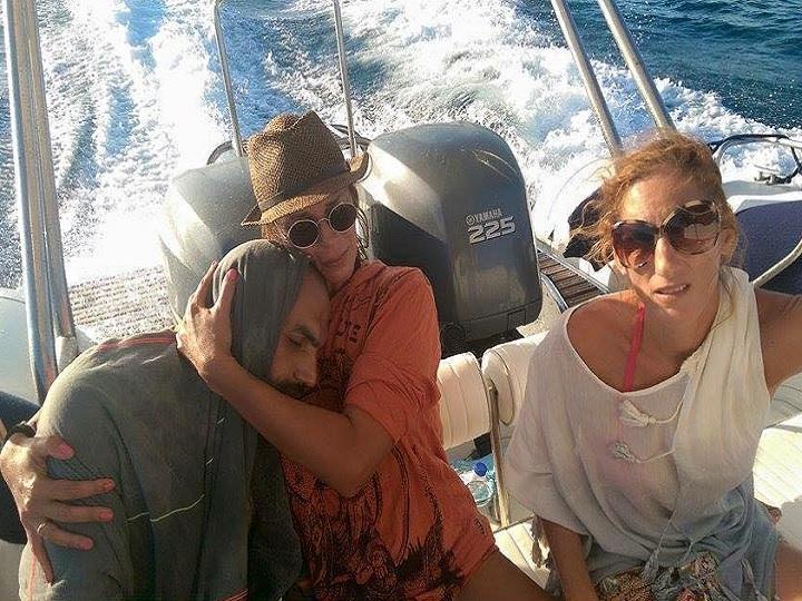Ex-modelo grega salvou refugiado que estava à deriva no mar [Foto: Facebook]