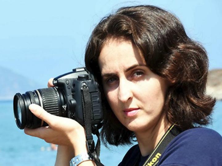 Nilufer Demir, a fotógrafa turca que captou a imagem da criança síria