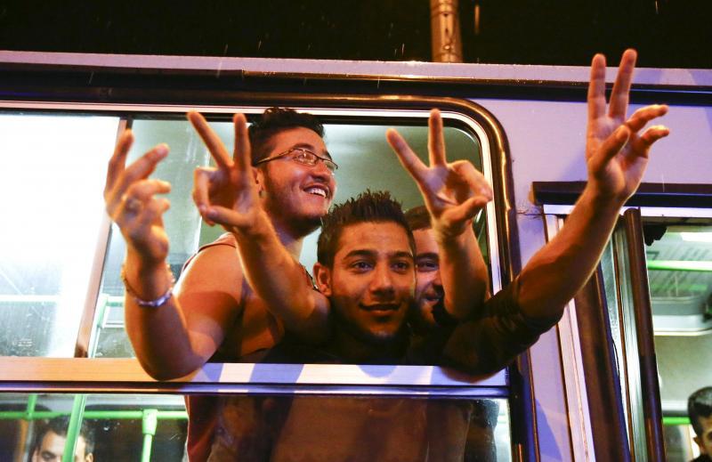 Refugiados sírios deslocam-se da Hungria para a Áustria (Reuters)