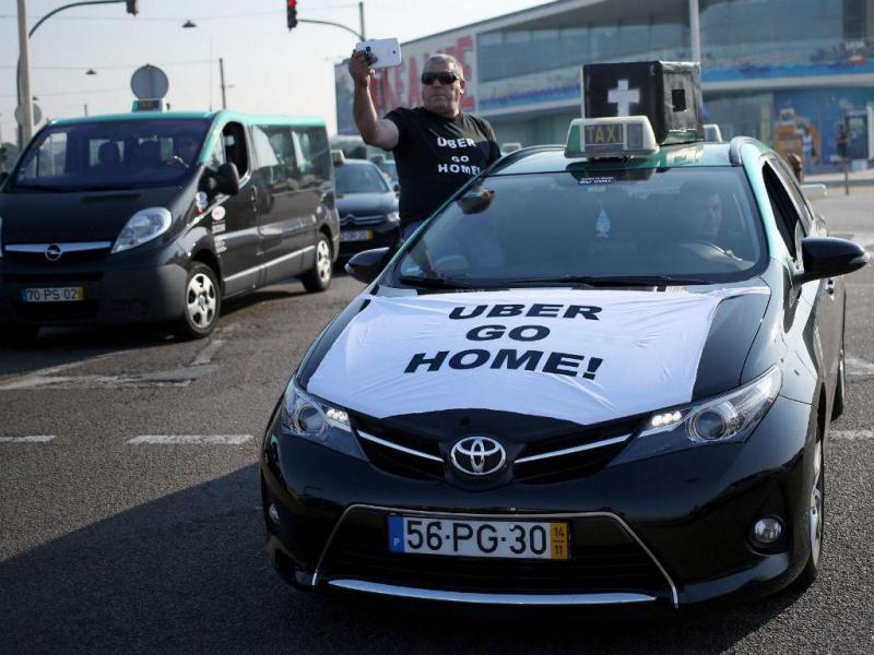 Taxistas protestam contra a Uber [Lusa]