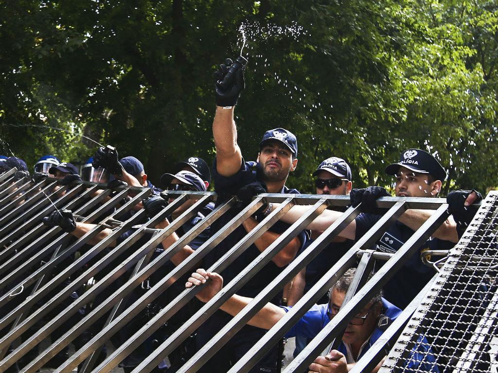 Ânimos exaltados em mais um protesto dos lesados do BES (MÁRIO CRUZ/LUSA)