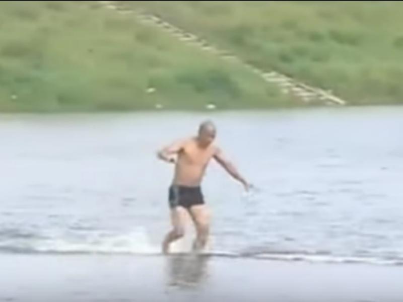 Monge quebra recorde mundial ao andar 125 metros sobre água