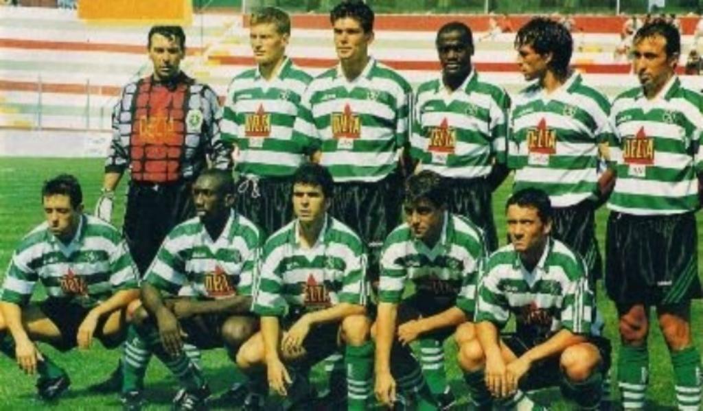 Stoilov (em baixo à esquerda) no plantel do Campomaiorense (1995/96)