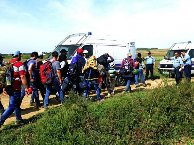 Refugiados na fronteira Sérvia/Hungria [Lusa/EPA]