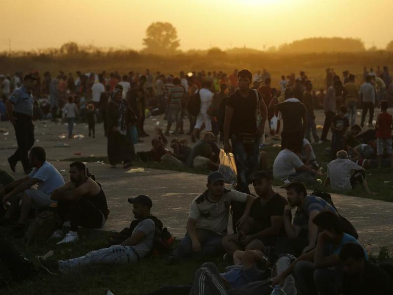 Refugiados furam cordão policial na Croácia