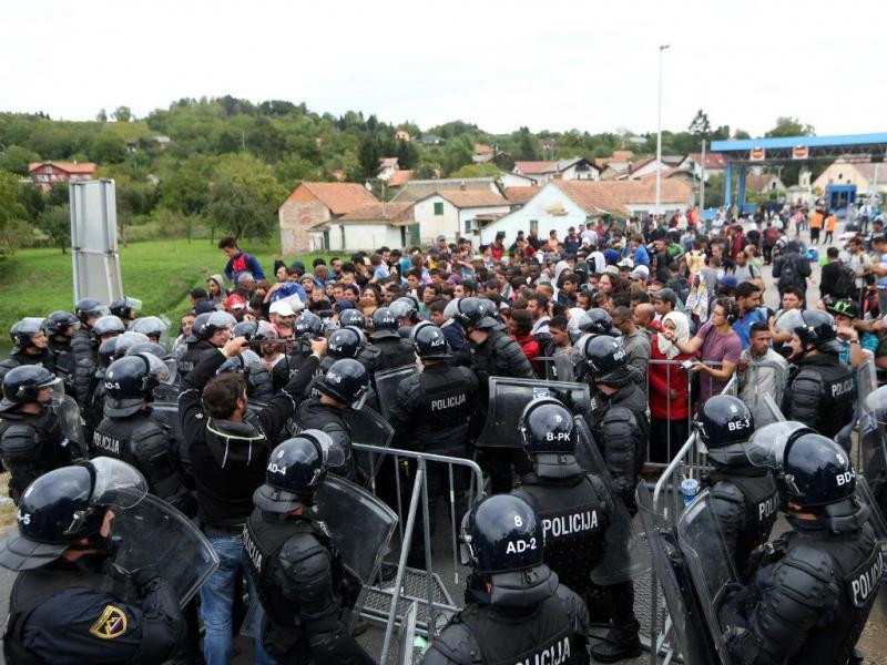 Vivem-se momentos tensos na fronteira da Eslovénia