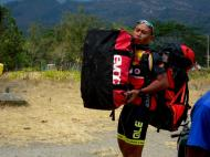 Tour de Timor: a carregar a bagagem (Luís Pedro Ferreira)