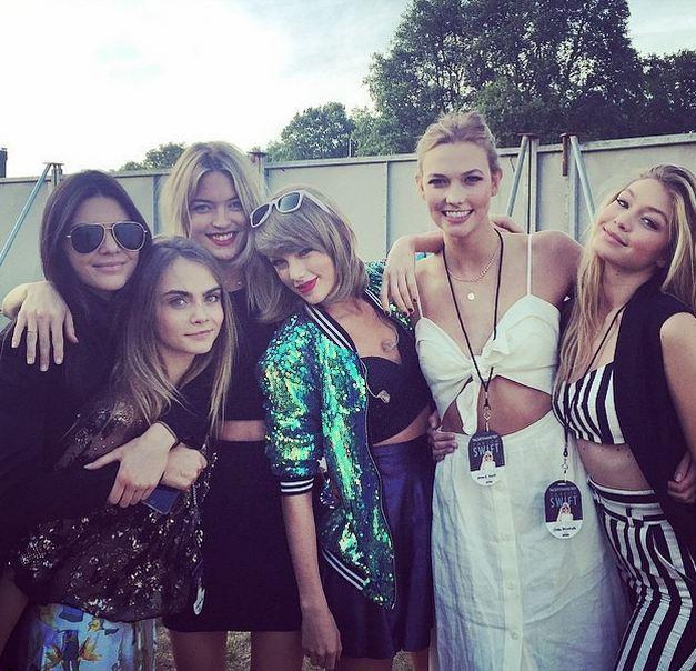 Taylor Swift e o grupo de amigas valem ouro! acb8f2f75b