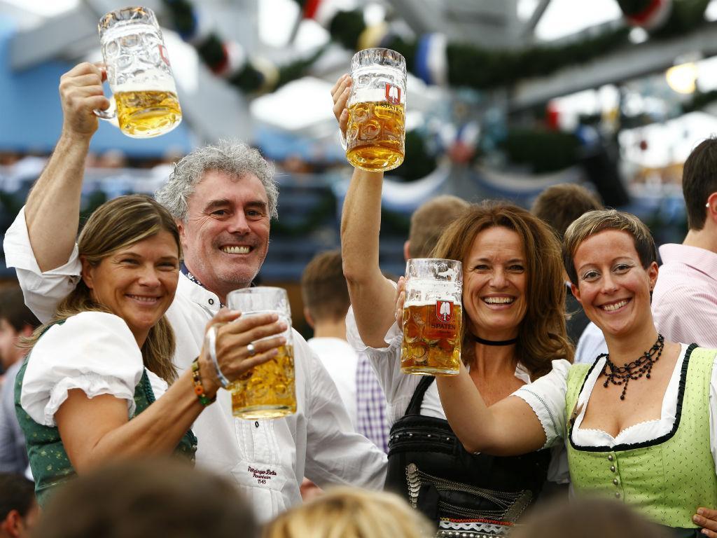 Oktoberfest: festa, famosos e muita cerveja [Reuters]
