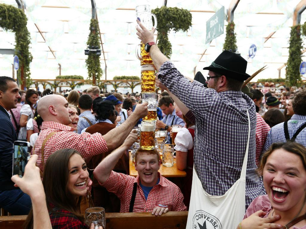 Oktoberfest: festa, famosos e muita cerveja