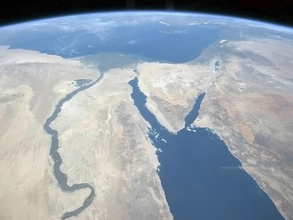 O rio Nilo e a Península de Sinai, Egito
