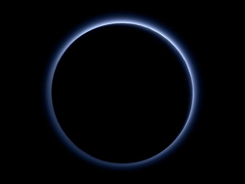 Plutão tem um céu azul