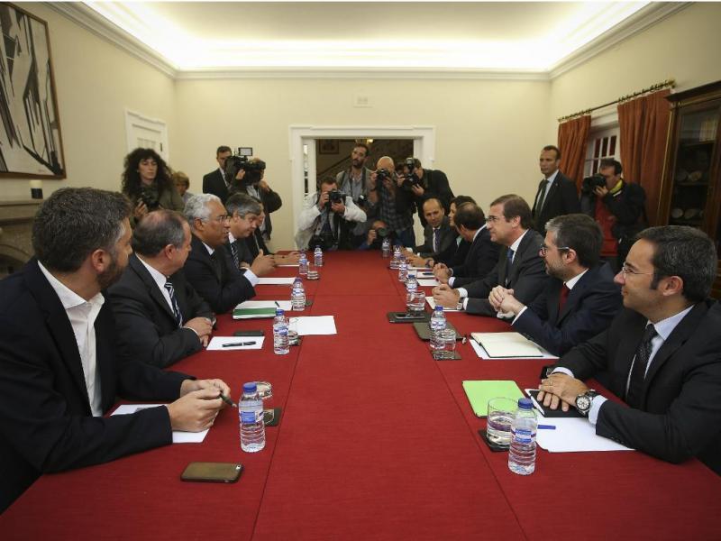 Passos, Portas e Costa reúnem-se na sede do PSD
