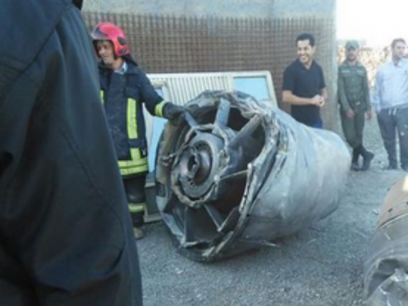 Avião aterra de emergência depois do motor cair