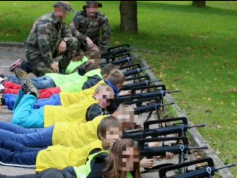 Workshop  das forças militares francesas numa escola primária de Flastroff