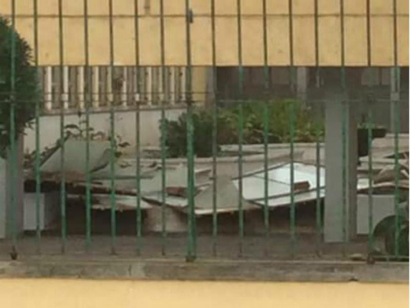 Parte dos telhados de escola no Barreiro caiu