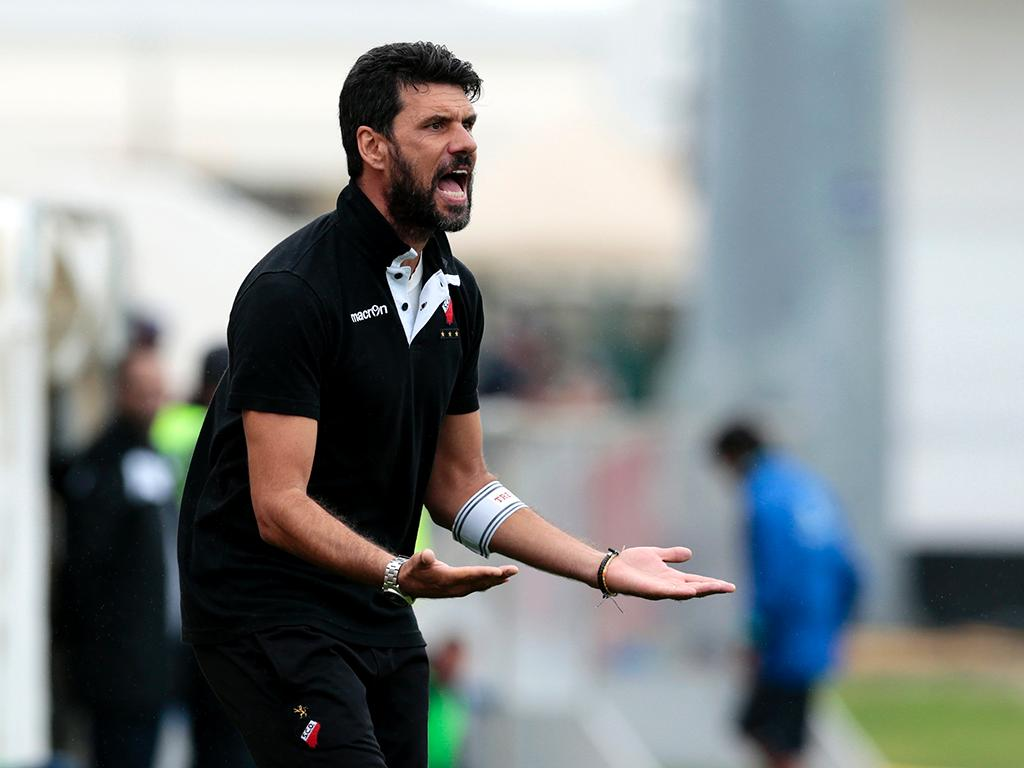 Olhanense: o treinador que mostrou «as partes íntimas» ao plantel