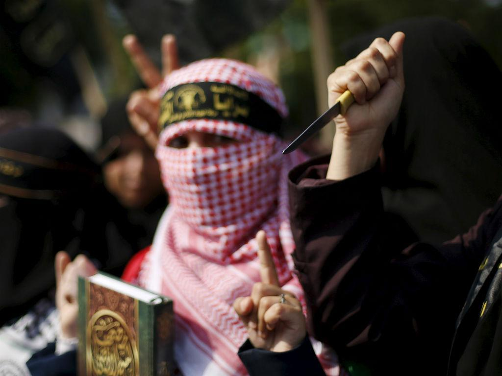 Mulher palestiniana militante do Estado Islâmico [Reuters\Mohammed Salem]