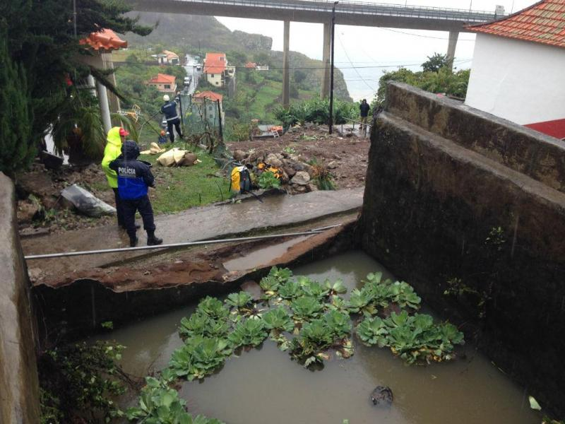 Tanque de rega rebenta na Madeira
