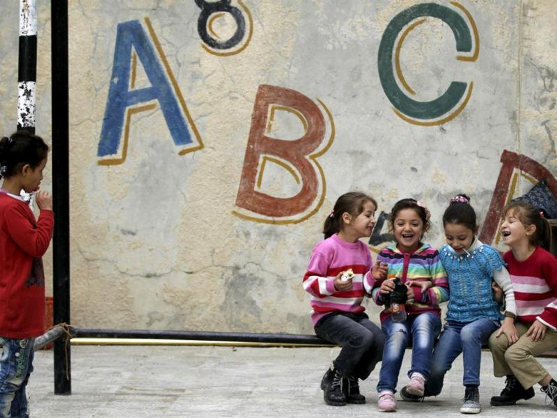 Crianças sírias vão à escola (Reuters)