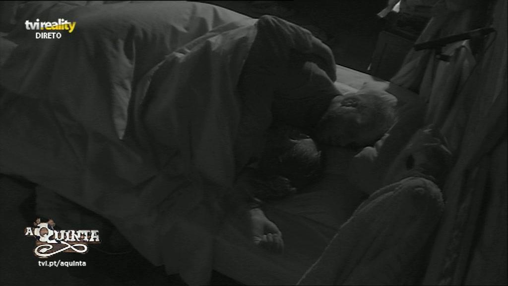 VIDEO: Romana e Santiago em mais uma sessão de sexo no programa familiar