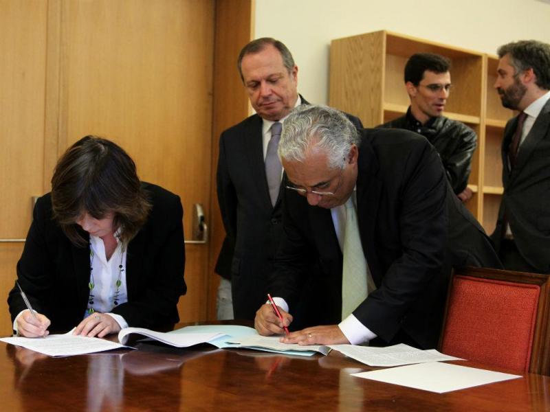 Assinatura da posição conjunta do PS com o BE: de particular, prevê a criação de grupos de trabalho que elaborem relatórios semestrais sobre