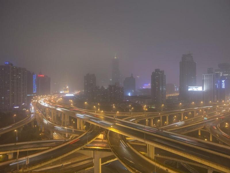 Vista geral do centro de Xangai numa noite obscura (REUTERS / Aly Canção)