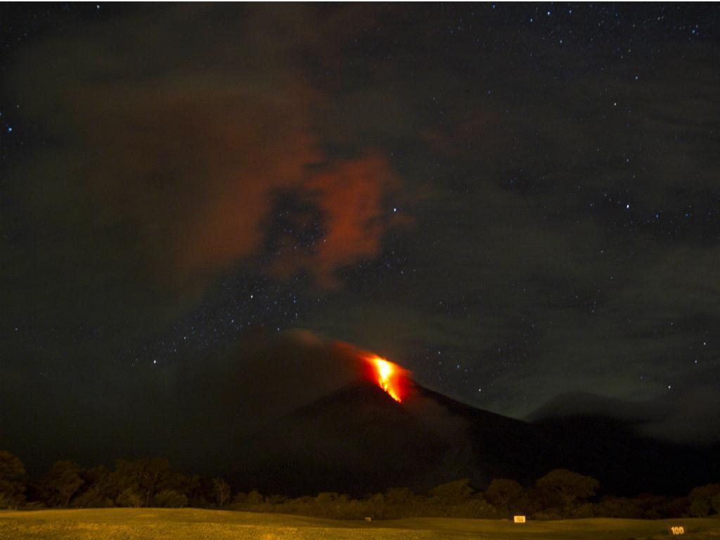 Vulcão entra em erupção em Guatemala