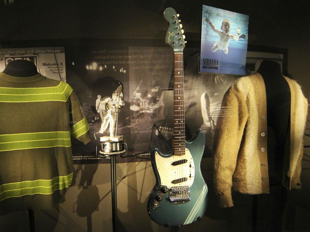 Casaco de malha de Kurt Cobain (REUTERS/Anthony Bolante)