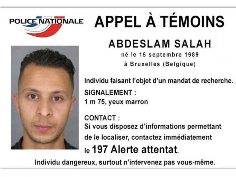 Salah Abdeslam, 26 anos, nascido em Bruxelas, está em fuga e é suspeito de ter participado nos tiroteios