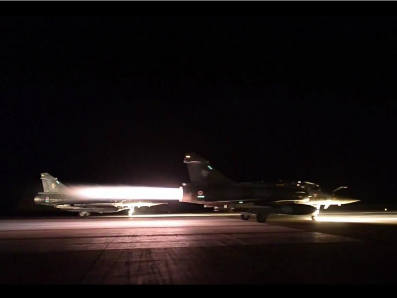 França bombardeia Síria