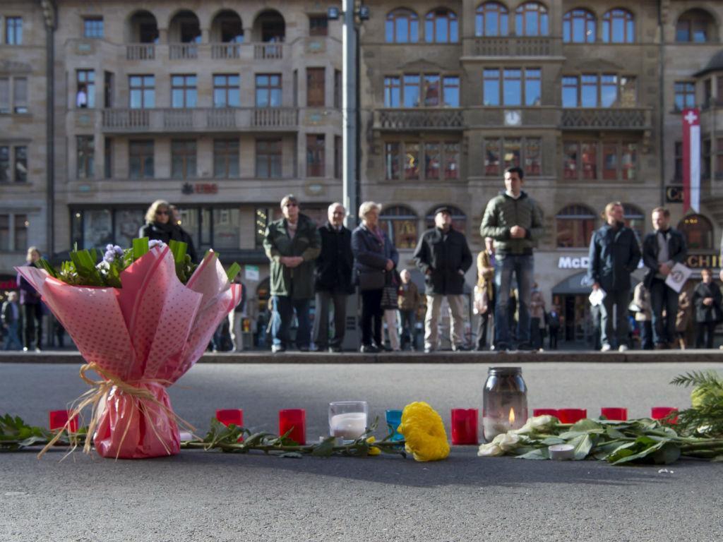 Atentados de Paris: um minuto de silêncio em homenagem às vítimas (EPA/Lusa)
