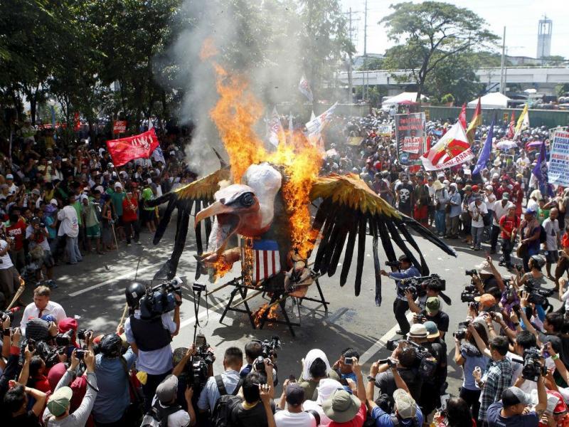Reunião da APEC, nas Filipinas , marcada por protestos com violência [Reuters]