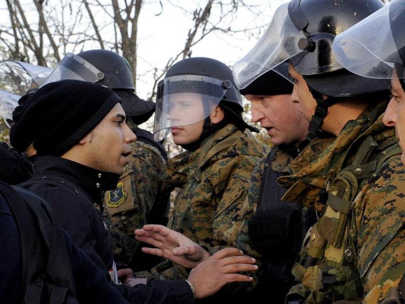 Milhares de migrantes foram mandados para trás (REUTERS / Alexandros Avramidis)