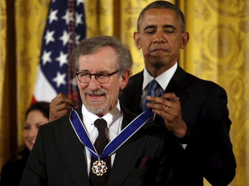 Barack Obama condecora Steven Spielberg